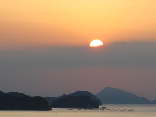 伊勢神宮を参拝する朝、昇る太陽のエネルギーを浴び、心身を清める・・・2_c0075701_619854.jpg