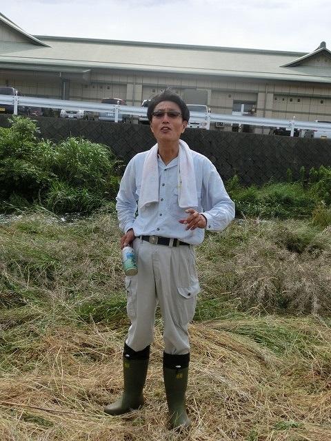 雨上がりの湿気の中「小潤井川 友の会」で草刈り_f0141310_7354289.jpg