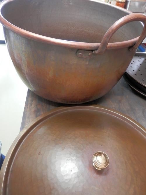 特注の銅鍋で作る「濃厚みるくジャム」_a0125419_8171436.jpg