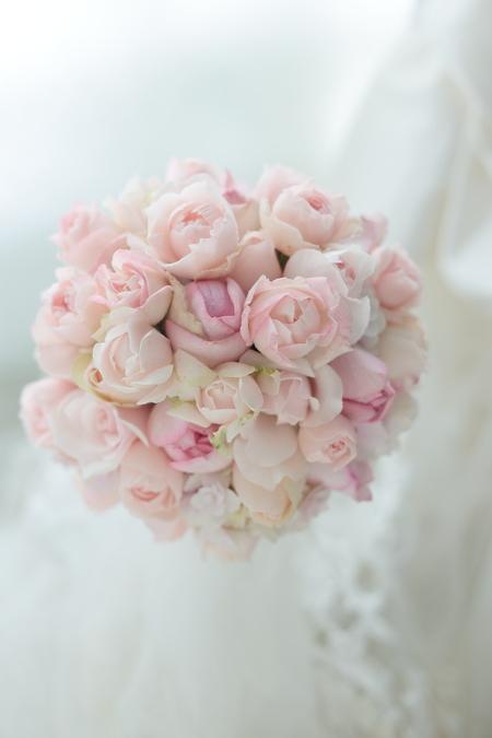 ミニラウンドブーケ 淡いピンク フランス人形の花嫁様へ パレスホテル東京様へ_a0042928_18261056.jpg