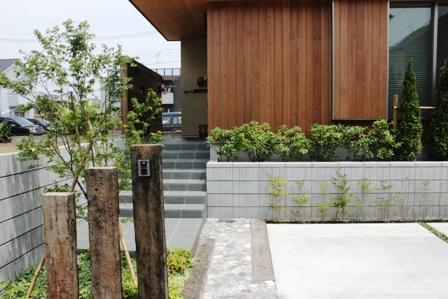 長期優良&そよ風「市川の家」植栽と割栗石を使ったアプローチ_f0170331_16575983.jpg