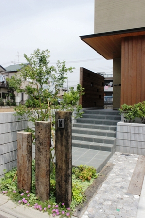 長期優良&そよ風「市川の家」植栽と割栗石を使ったアプローチ_f0170331_1658139.jpg