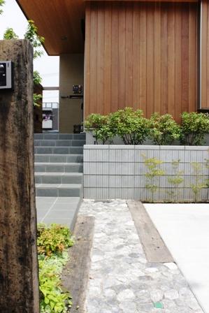 長期優良&そよ風「市川の家」植栽と割栗石を使ったアプローチ_f0170331_16584017.jpg