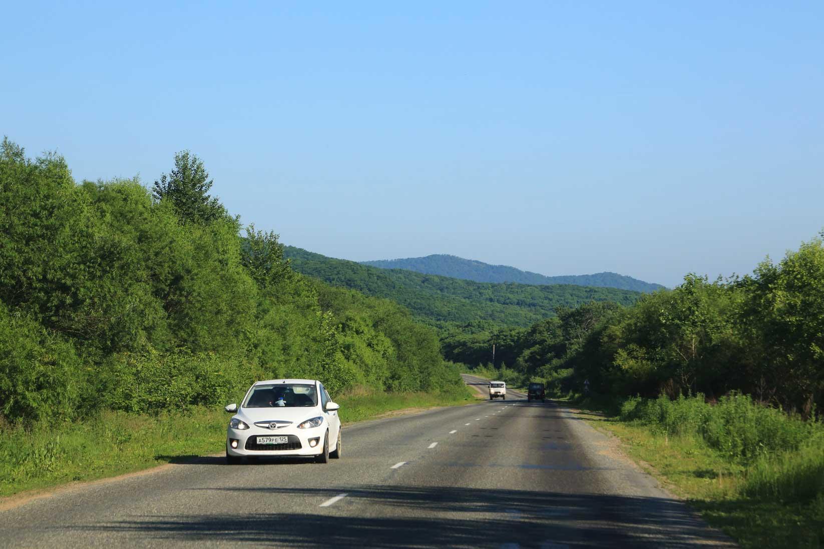 極東ロシアの田舎町をドライブする~数千台の日本車積替と渤海の港_b0235153_10285269.jpg