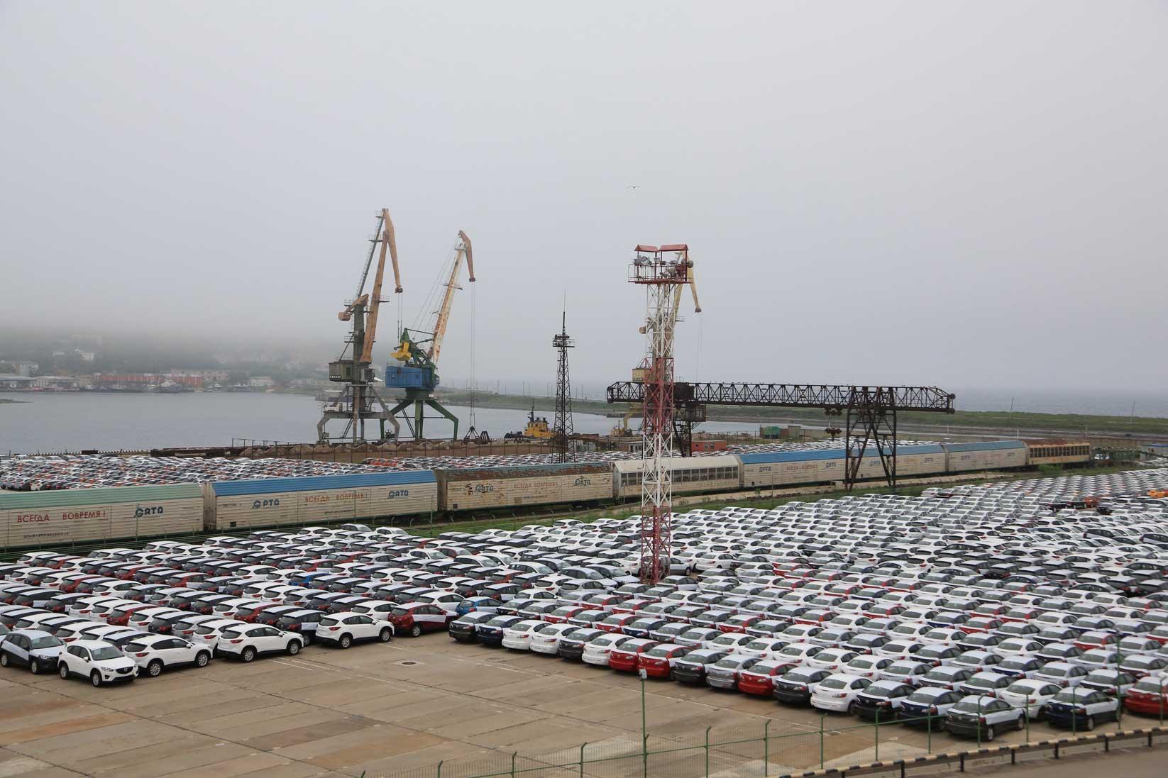 極東ロシアの田舎町をドライブする~数千台の日本車積替と渤海の港_b0235153_10311136.jpg