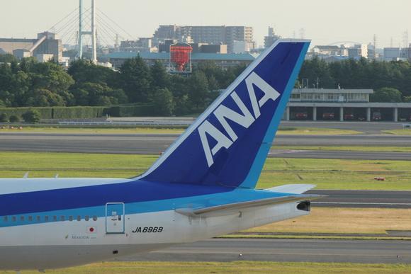 ANA ご当地プレーン 伊丹空港ITMにて_d0202264_454120.jpg