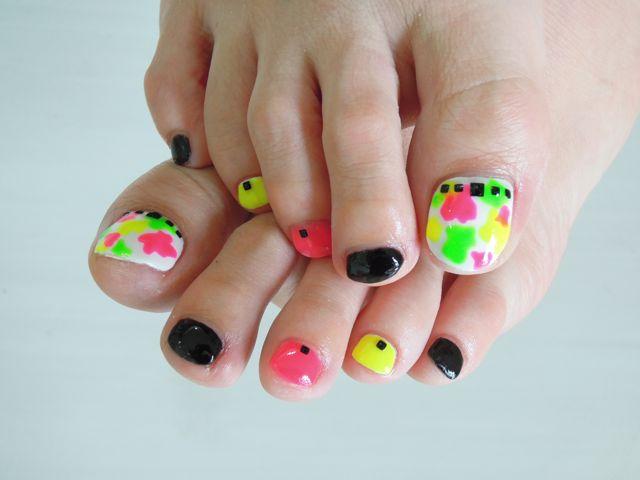 Neon Foot Nail_a0239065_18193214.jpg