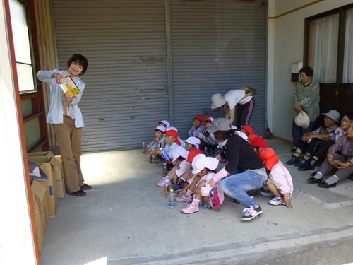 幼稚園、保育園の園児が種まきをしてくれました!_c0238069_11595416.jpg