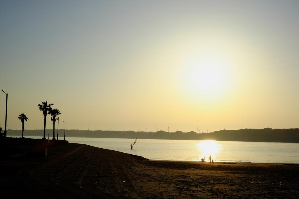 海辺で夕陽_d0116804_10543990.jpg