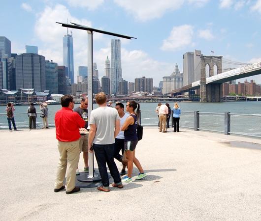 NYの街角に無料のソーラーパワー充電器が登場!!!_b0007805_10424167.jpg