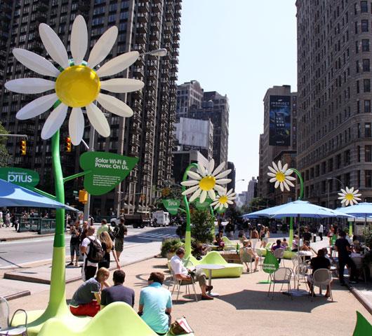 NYの街角に無料のソーラーパワー充電器が登場!!!_b0007805_11142543.jpg