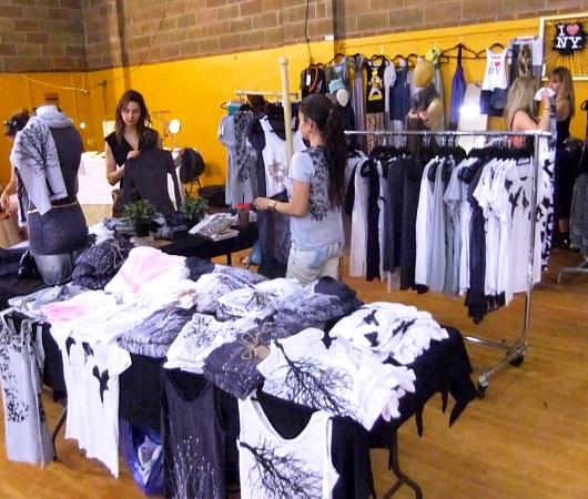 NYの若手ファッション・デザイナーのマーケット Real Designer Market_b0007805_9193629.jpg