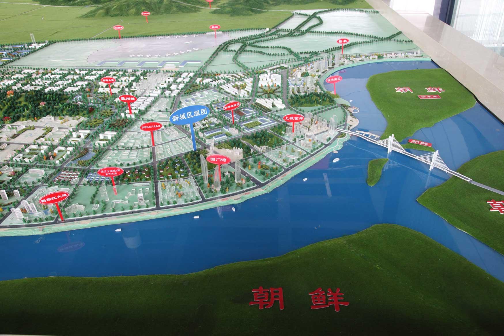 中国の地方開発はどこでもこんな感じです(まちづくりの観念は欠落。不動産販売が優先)_b0235153_17402378.jpg