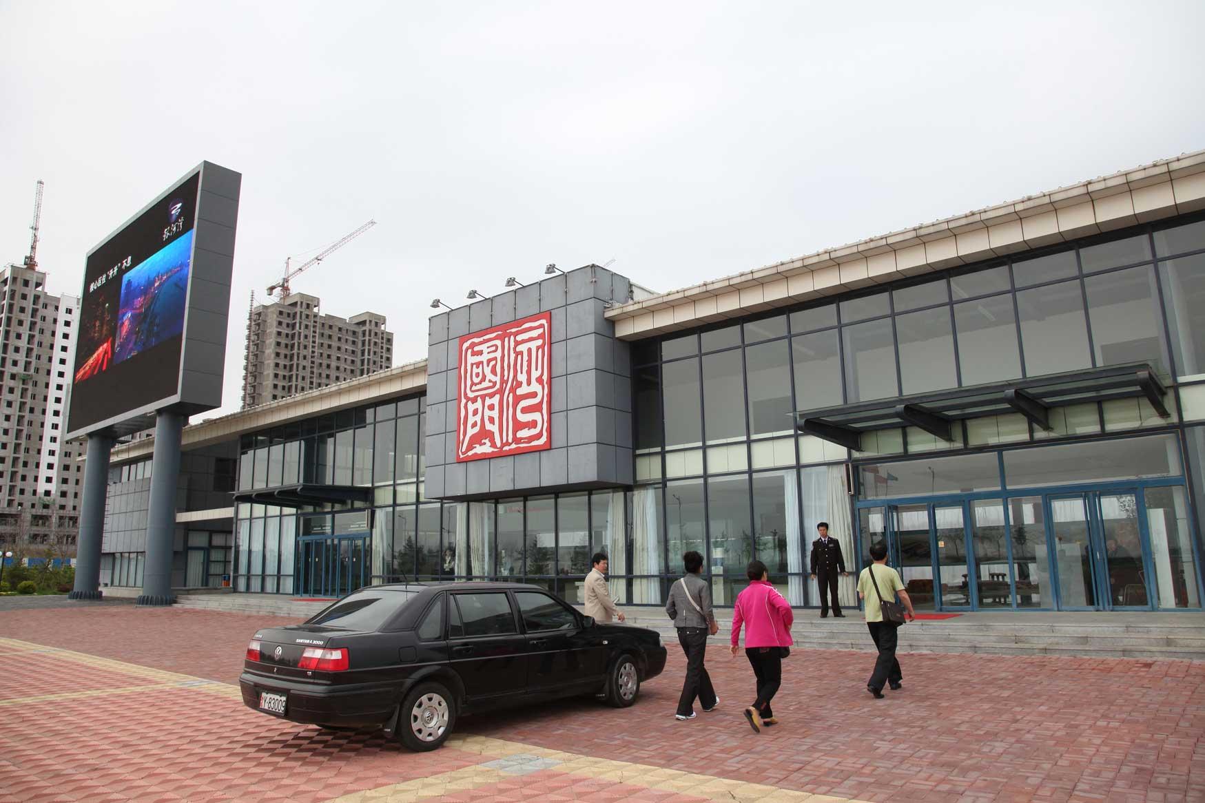 中国の地方開発はどこでもこんな感じです(まちづくりの観念は欠落。不動産販売が優先)_b0235153_1741795.jpg
