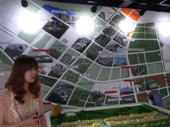中国の地方開発はどこでもこんな感じです(まちづくりの観念は欠落。不動産販売が優先)_b0235153_17422541.jpg