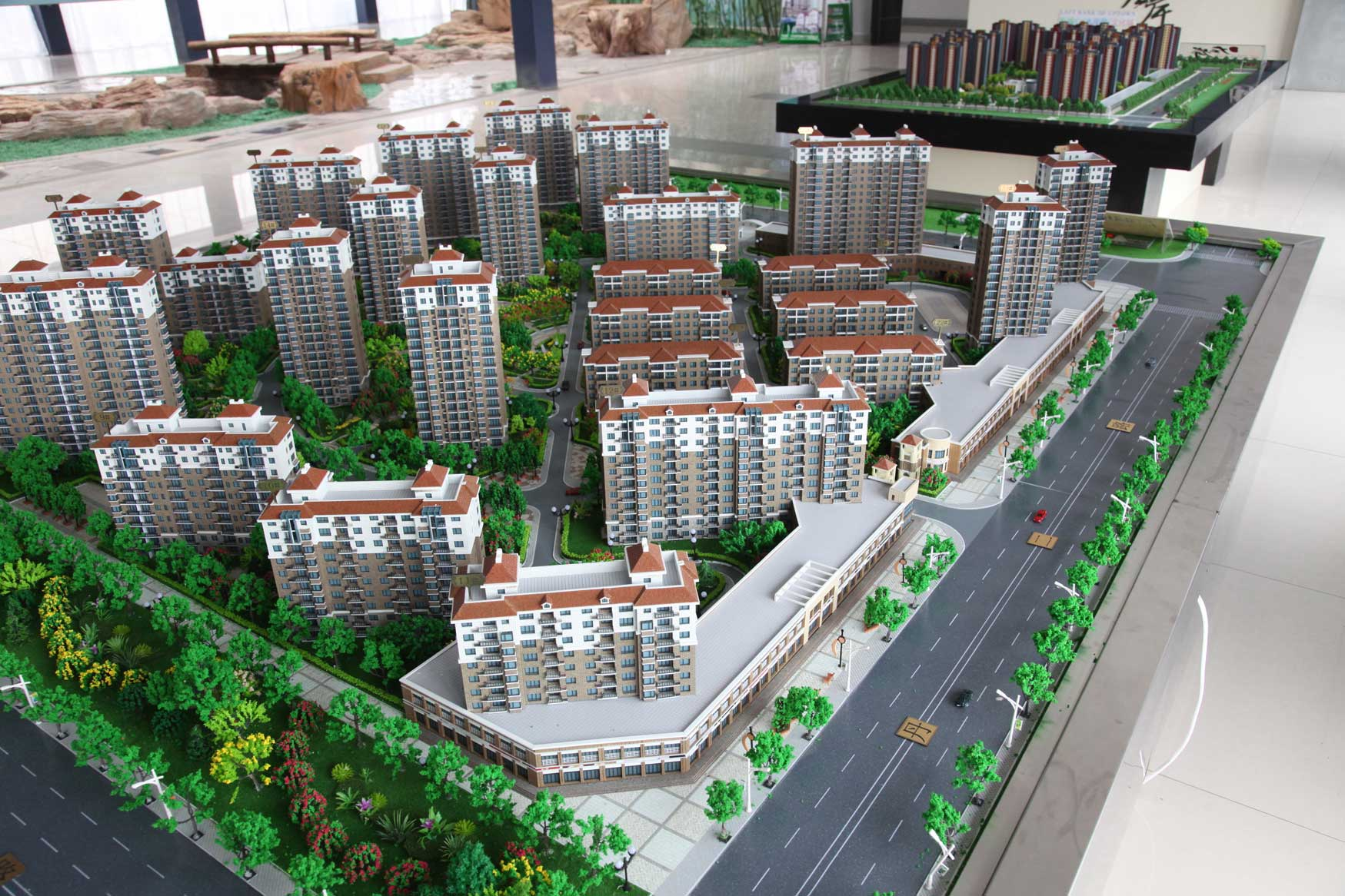 中国の地方開発はどこでもこんな感じです(まちづくりの観念は欠落。不動産販売が優先)_b0235153_17432370.jpg