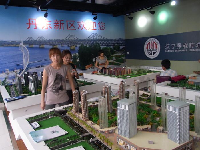 中国の地方開発はどこでもこんな感じです(まちづくりの観念は欠落。不動産販売が優先)_b0235153_17433529.jpg