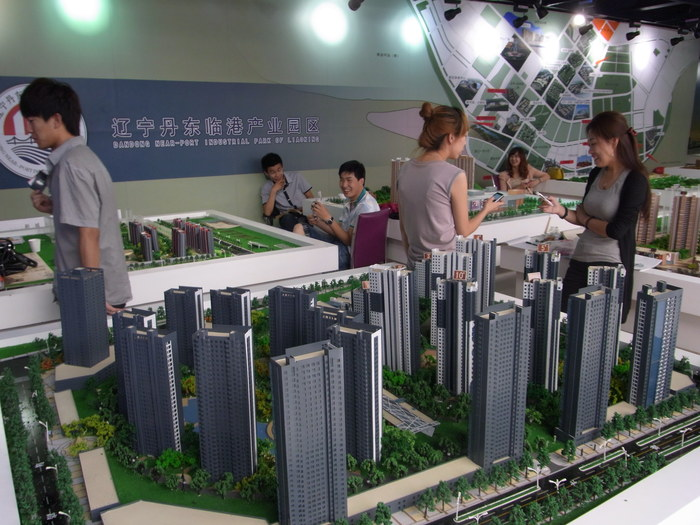 中国の地方開発はどこでもこんな感じです(まちづくりの観念は欠落。不動産販売が優先)_b0235153_17435139.jpg