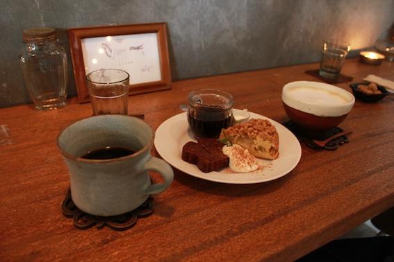 cafe 縷縷bois (ルルボワ) _b0220175_1165542.jpg