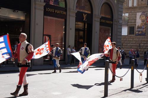 フィレンツェはお祭りです~ズバンディエラトーレ_f0106597_22205487.jpg