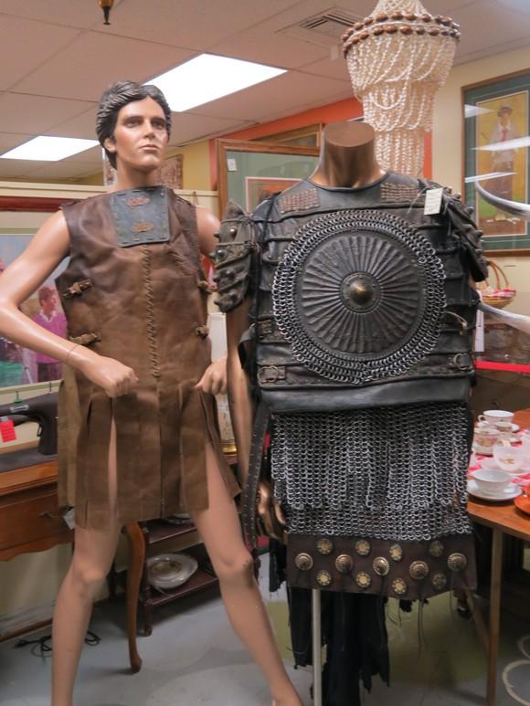 SKY130622 このようにズッシリとした鉄の鎖を編みこんだ鎧は、かなりの重量があるのではないか_d0288367_15344999.jpg