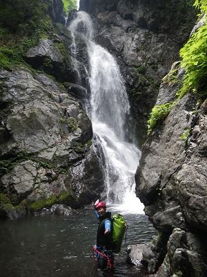 60mぐらいの滝@某所_a0150951_18362913.jpg