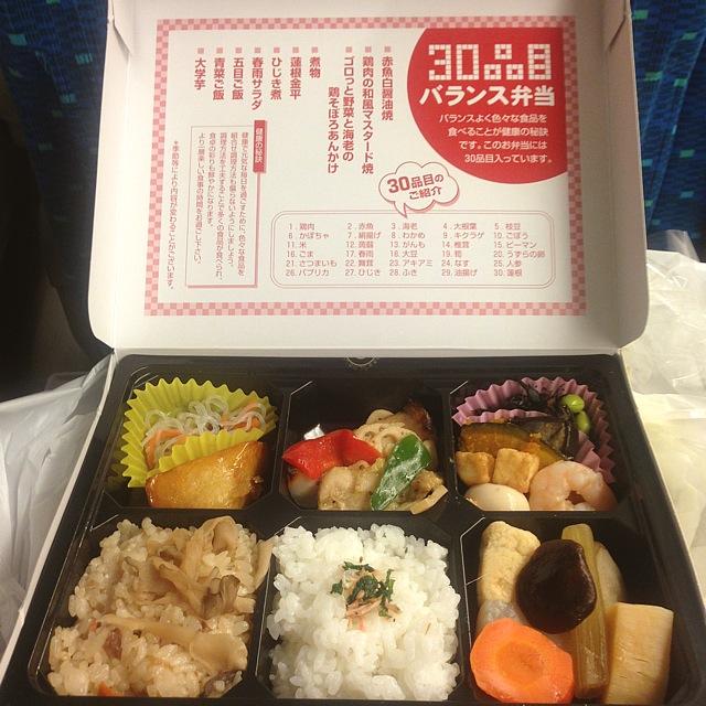 30品目バランス弁当で晩ご飯in新幹線~♪_a0004752_20581811.jpg