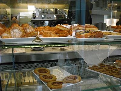 アルノ川のほとりで朝食を_a0172661_725877.jpg