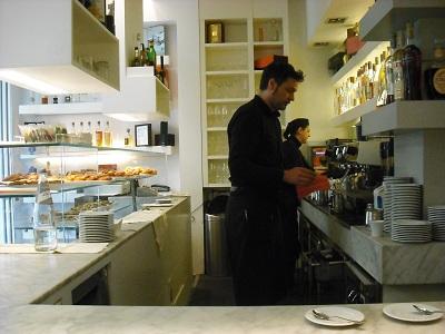 アルノ川のほとりで朝食を_a0172661_7282145.jpg