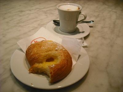 アルノ川のほとりで朝食を_a0172661_7324225.jpg
