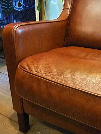 wingback chair _c0139773_1971060.jpg