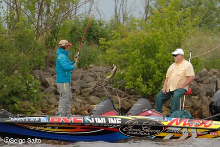 Bassmaster Elite Series #6 Mississippi River, WI 2日目_a0097491_824350.jpg