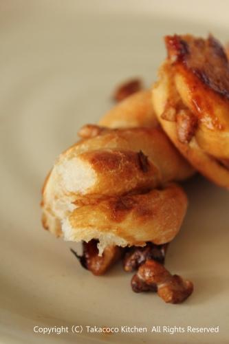 マンゴー酵母で、黒糖とくるみのねじねじパン!_a0165538_9161279.jpg