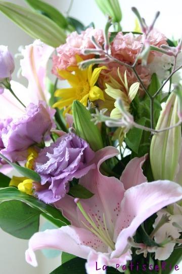 お花が届きました。_d0183440_17463542.jpg