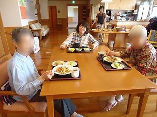 お好み焼き作り<アクティブライフ山芦屋・グループホーム>_c0107602_1441418.jpg