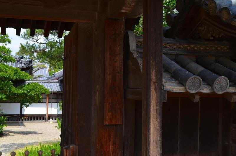 昔は『中宮寺』の弥勒菩薩が有名だったが・・・_e0237645_17172128.jpg
