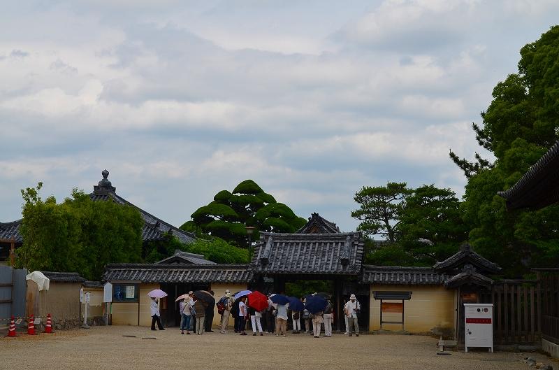 昔は『中宮寺』の弥勒菩薩が有名だったが・・・_e0237645_1717565.jpg