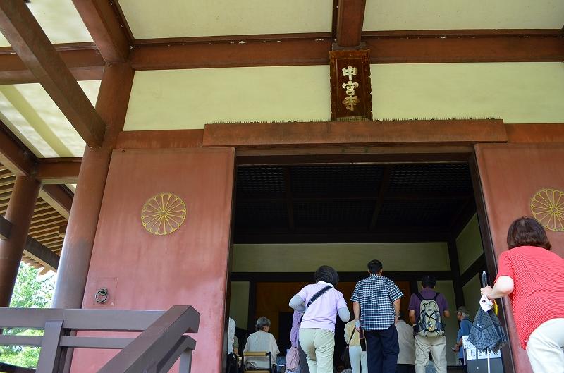 昔は『中宮寺』の弥勒菩薩が有名だったが・・・_e0237645_1718912.jpg