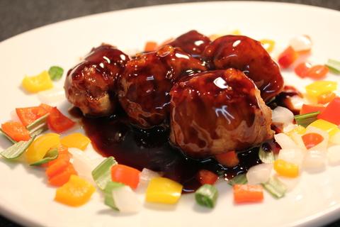 豚薄切り肉の肉団子で黒酢の酢豚_a0223786_16304214.jpg
