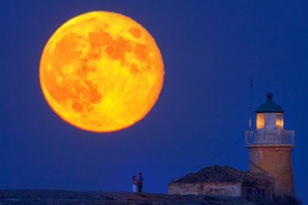 要塞と満月、スーパームーン2013_b0064113_1821899.jpg