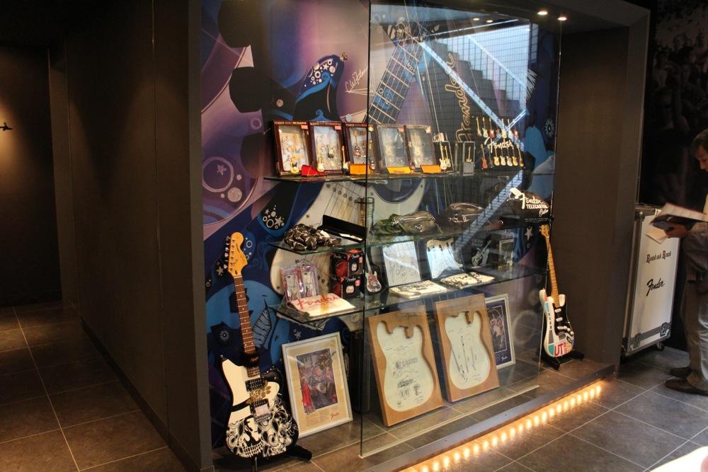 Fender showcase_f0209434_1337455.jpg