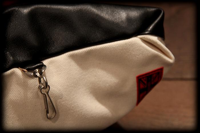 RALEIGH std. CLUTCH BAG with GUITAR STRAP!!!_e0325662_14593372.jpg