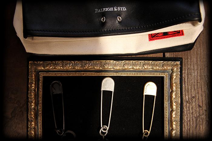 RALEIGH std. CLUTCH BAG with GUITAR STRAP!!!_e0325662_1595814.jpg
