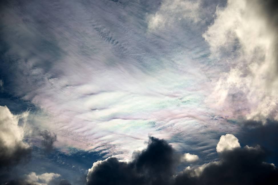 スーパームーンの日の彩雲_e0271864_23402231.jpg