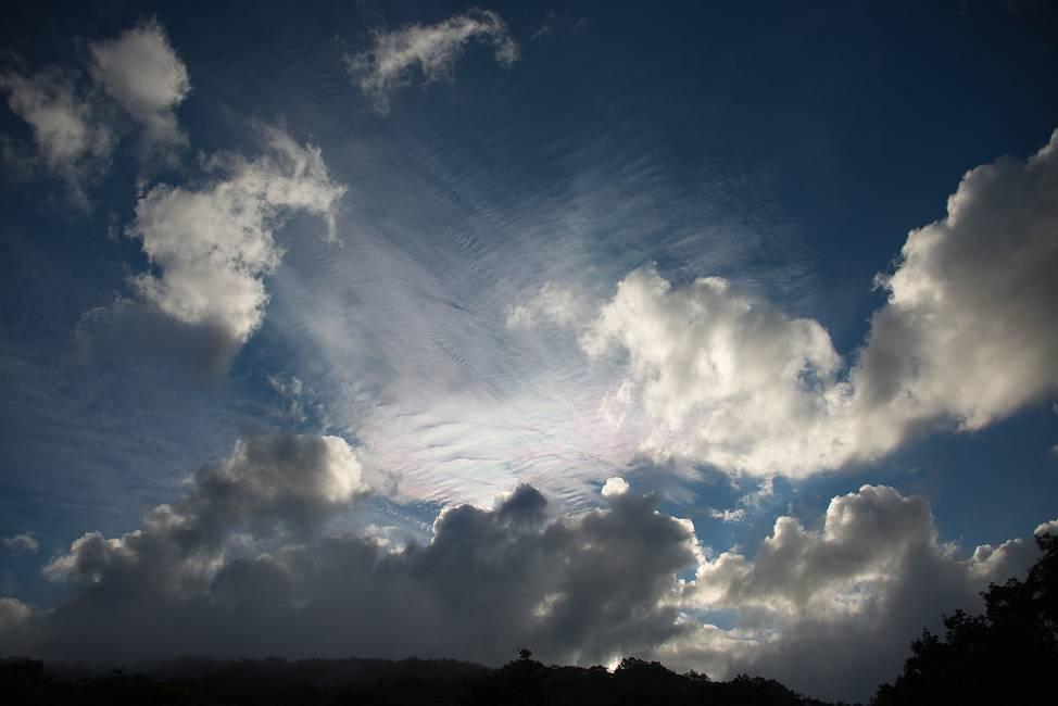 スーパームーンの日の彩雲_e0271864_23404151.jpg