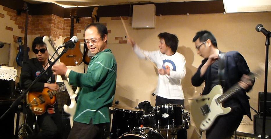カラフルRainy Season Live@ZOEのライブレポ!_e0188087_214516.jpg