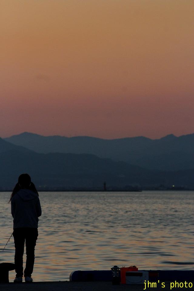 夕暮れの釣人たち_a0158797_14282662.jpg