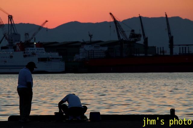夕暮れの釣人たち_a0158797_14292262.jpg