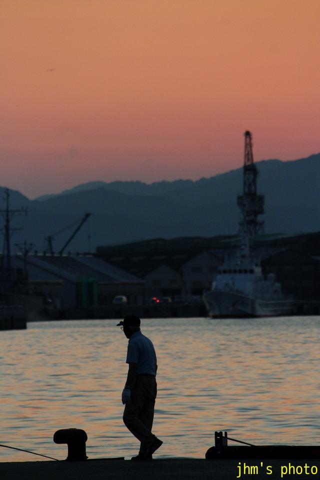 夕暮れの釣人たち_a0158797_1432627.jpg