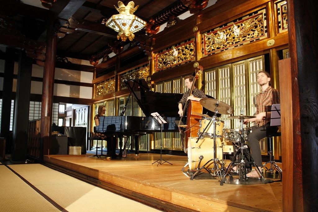 Nat Bartsch Trio - ツアー終了 - 音の楽園_e0081206_9311100.jpg